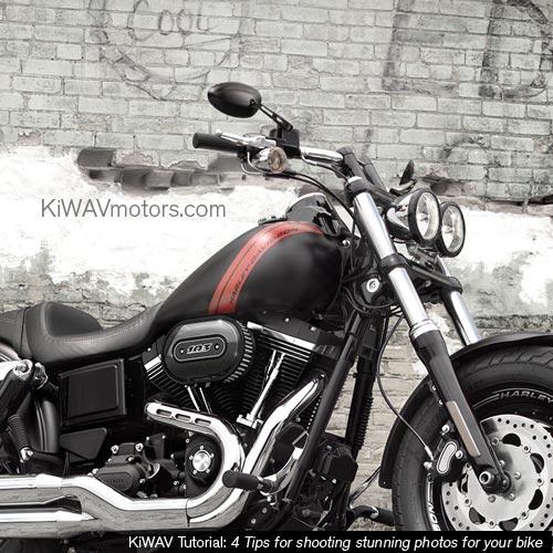 KiWAV tutorial: motorcycle in front of a balanace brick wall