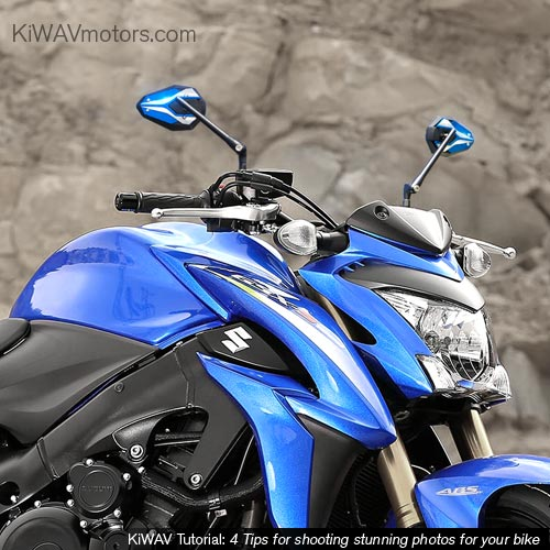 KiWAV tutorial: motorcycle in front of a stone wall